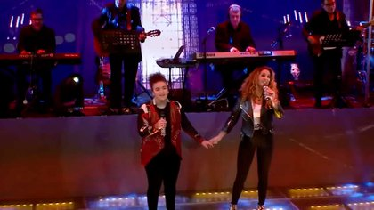 """En un concierto reciente en línea, Lucero interpretó la canción """"Gloria tiene ti"""" por primera vez con su hija, Lucerito Mijares (Foto: Captura de pantalla)"""