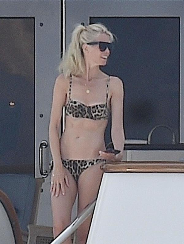 Claudia Schiffer espectacular a los 47 años