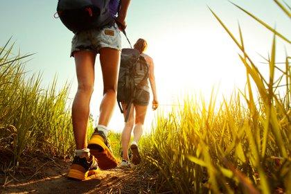 Dentro de sus motivaciones por viajar, explorar la naturaleza y poder pasar más tiempo al aire libre, se volvió importante para los viajeros (Shutterstock)