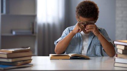 El estrabismo (ojos no alineados) es una causa importante de ambliopía por lo cual debe tratarse con lentes o incluso quirúrgicamente (Shutterstock)