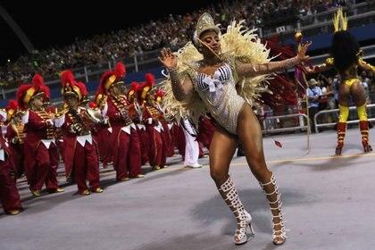 Una bailarina demuestra su destreza (REUTERS/Amanda Perobelli)
