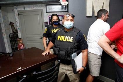 """Las autoridades intervienen un restaurante de Windermere, Florida, que organizó un """"evento sin máscaras"""" (Reuters)"""