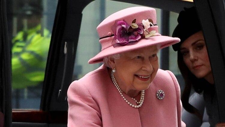 La reina Isabel decidirá si el hijo de los duques de Sussex será llamado princesa o príncipe (Reuters)
