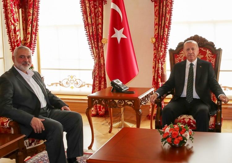La reunión del sábado entre Recep Tayyip Erdogany el líder de Hamas Ismail Haniya (Presidencia turca/AFP)