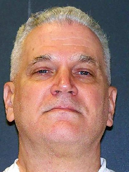 Al jurado le llevó solo 19 minutos, determinar la sentencia. El 30 de abril de 2002, pidieron para el acusado, que tenía para ese entonces 46 años, la pena de muerte