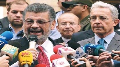 Desde la decisión del juez, el fiscal Gabriel Jaimes Durán, encargado del caso, tiene 90 días para presentar el escrito de acusación o solicitar la preclusión en el caso del  expresidente Uribe / (El Espectador).
