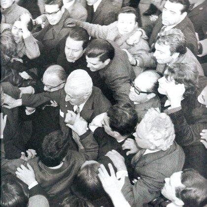 Illia fue derrocado en 1966 por el golpe militar encabezado por Juan Carlos Onganía