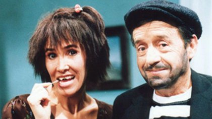 Imagen de Florinda Meza y Chespirito caracterizados como Chimoltrufia y El Chómpiras en los años 70