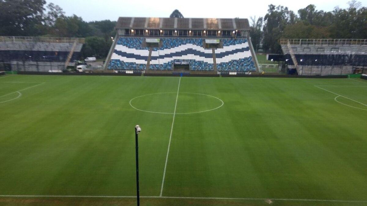 Gimnasia-Boca  el árbitro confirmó que el partido se juega pese a la lluvia  - Infobae 5ca1b89da238b