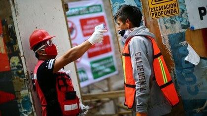 Las aportaciones aumentarán para los patrones y el gobierno privilegiará a los trabajadores de menores recursos (Foto: Edgard Garrido/ Reuters)