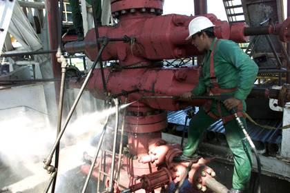 Según expertos, en la actualidad, la construcción de la refinería resulta insostenible para su eventual rentabilidad. (Foto: Reuters)