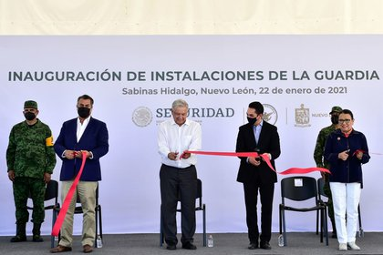 During the inauguration of the National Guard facilities in Sabinas Hidalgo, Nuevo León, the Mexican president lived with the governor of the federal entity, Jaime Heliodoro Rodríguez Calderón (Photo: Twitter / @ CodigoMagentaMx)