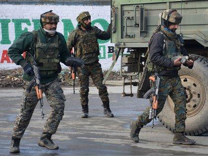 Soldados indios (Reuters/ Younis Khaliq)