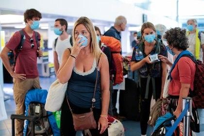 Turistas franceses esperan ser evacuados del aeropuerto Augusto C.Sandino de Managua, Nicaragua (REUTERS/Oswaldo Rivas)
