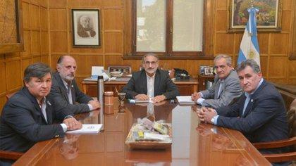 El último jueves, el titular de la cartera agropecuaria, Luis Basterra, mantuvo un encuentro virtual con los dirigentes de la Mesa de Enlace.