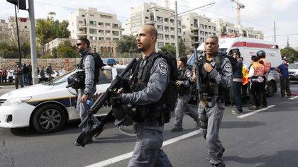La policía israelí detuvo el lunes a nueve personas sospechadas de estar vinculadas con el ataque, incluyendo a cinco familiares de Fadi al Qunbar (Reuters)