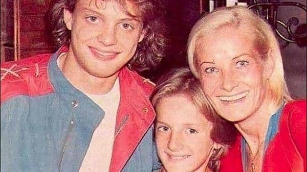 Marcela Basteri junto a sus hijos Luis Miguel y Álex