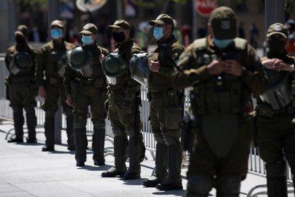 Carabineros de Chile enfrenta un nuevo escándalo tras revelarse identidad de un agente encubierto en un barrio de la capital de Chile