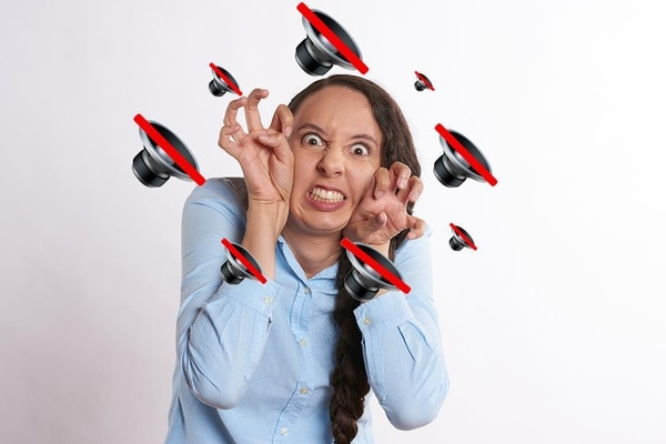 Psicólogos analizan por qué todos tenemos el modo silencio activo en el móvil