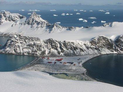 La base argentina en la Isla Laurie, como luce en la actualidad