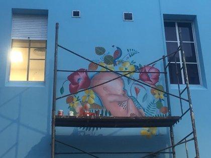 El mural, con algunas correcciones que Liset Feider aceptó: no hay cordón umbilical y en cambio más flores y hojas...