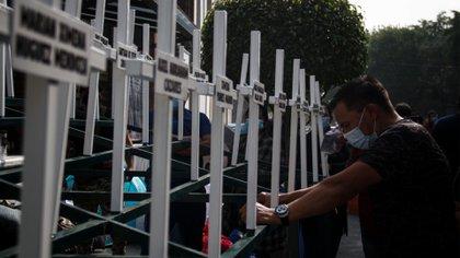 Familiares de víctimas de la Guardería ABC llegaron a las instalaciones de la Segob para exigir el pago de compensaciones económicas faltantes (Foto: Cuartoscuro)