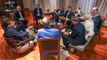 Los gobernadores peronistas respaldaron la consulta popular convocada por Casas