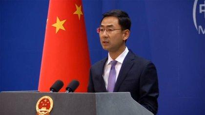 """Geng Shuang, portavoz del ministerio relaciones exteriores de China, afirmó que """"algunos medios"""" extranjeros están tratando de """"exagerar el tema de Xinjiang"""" para """"difamar"""" la campaña impulsada por Pekín de """"antiterrorismo y desradicalización"""". (Reuters)"""