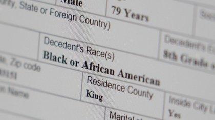 Detalles del certificado de defunción de un afroamericano que murió de coronavirus en abril (David Ryder/Reuters)