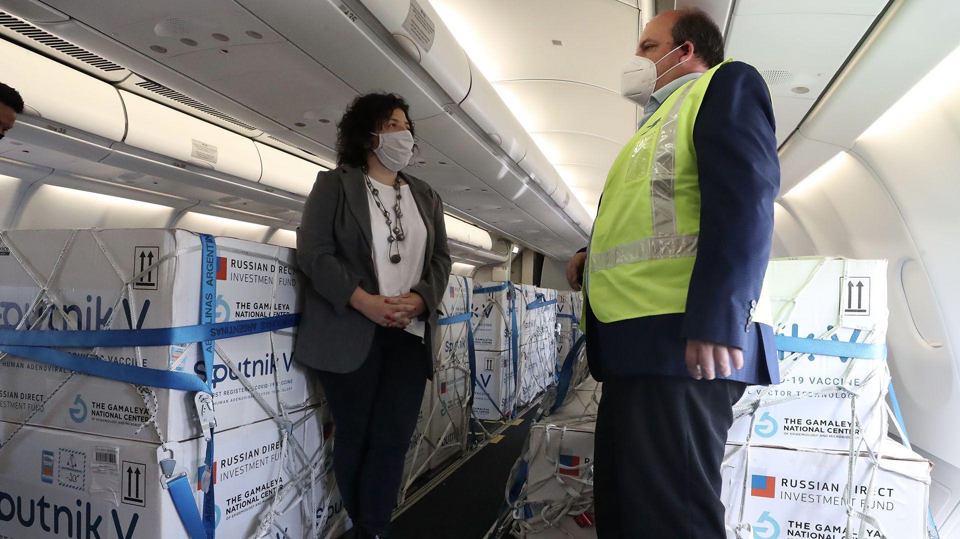 Carla Vizzotti - Arribo vacunas Rusia COVID-19 - Aerolíneas Argentinas