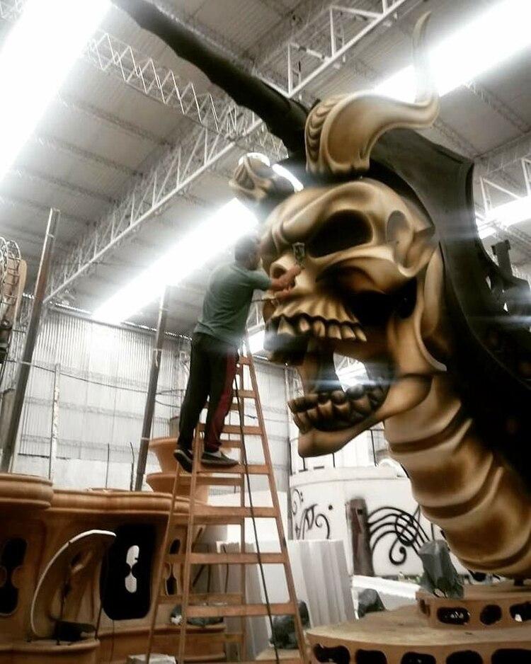 Carroza de Kamarr pintada con aerosol