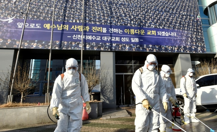 Cientos de pacientes se enfermaron tras asistir a ceremonias religiosas (Reuters)