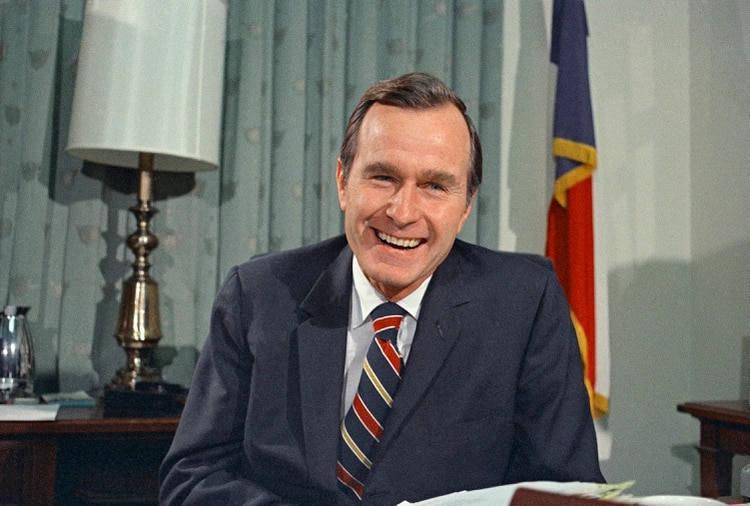 George H. Bush, como embajador de las Naciones Unidas ante Estados Unidos. (AP Photo/John Duricka, File)