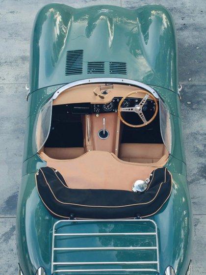 En el interior, el nuevo XKSS recibe los mismos componentes del modelo original de 1957