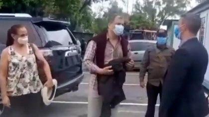 Rafael Correa llegó a Venezuela mientras que la Corte Nacional de Ecuador recurrió a la Interpol para ubicarlo
