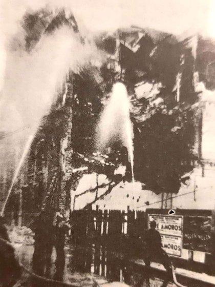El incendio de la sede del Jockey Club provocó la pérdida de un valioso patrimonio cultural.