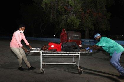 El primer balance oficial de víctimas señaló 10 muertos y 30 heridos por el ataque terrorista este viernes (REUTERS/Feisal Omar)