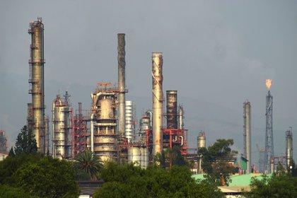 Vista general de la refinería Miguel Hidalgo, de Petróleos Mexicanos (Pemex). EFE/Francisco Villeda/Archivo