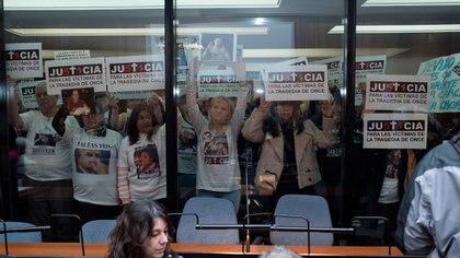 Los familiares de las víctimas de la tragedia en el juicio oral a De Vido (Adrián Escandar)