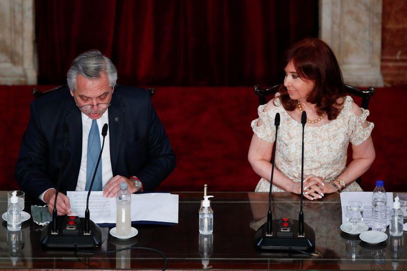 Alberto Fernández junto a Cristina Kirchner, ante la Asamblea Legislativa, el 1 de marzo. Allí arrancó la fuerte ofensiva sobre la Justicia
