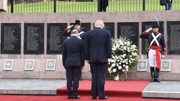 Faurie junto al canciller británico homenajearon a los caídos en Malvinas