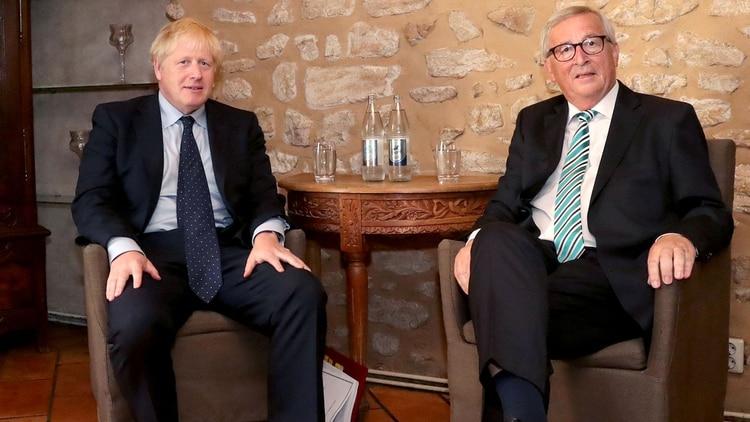 Boris Johnson y Jean-Claude Juncker, el presidente de la Comisión Europea. (Reuters)