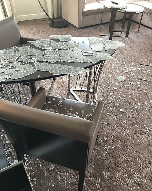 Así quedó la mesa que destrozó Curry