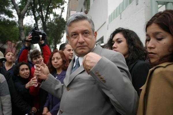 Como jefe de Gobierno de la Ciudad de México, a su lado y detrás siempre estaban Las Gacelas.