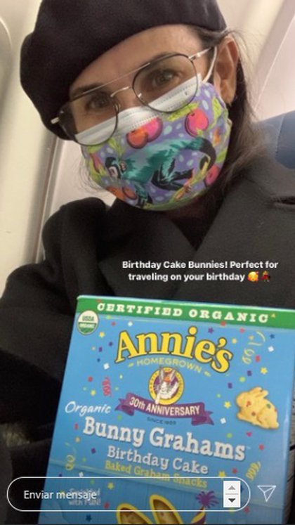 Dijo que era su cumpleaños número 58 y que estaba feliz de disfrutar de sus bocadillos favoritos en su camino de regreso a Los Ángeles. (Instagram de Demi Moore)