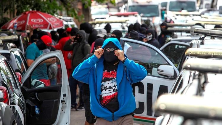 Policías encapuchados en una protesta (EFE/ Jarbas Oliveira)