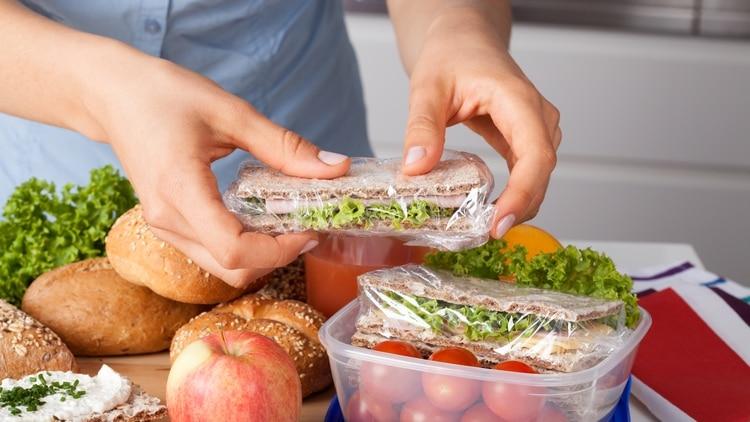 Si se van a congelar alimentos es fundamental hacerlo siguiendo los mejores procedimientos en pos de cuidar la salud (Shutterstock.com)