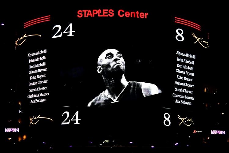 El homenaje a Kobe Bryant en la previa al duelo con los Portland Trail Blazers (AFP)