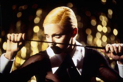 5. Esta foto marca una de las etapas polémicas de la diva del pop. Es el año 1992 y en el videoclip Erótica hay imágenes de fantasías sexuales como tríos y orgías que causó revuelo.