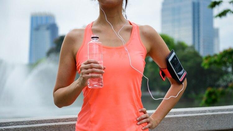 La rehidratación debe iniciarse tan pronto como finalice el ejercicio (Getty Images)